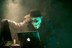 Hacker: attacchi informatici alle azeinde